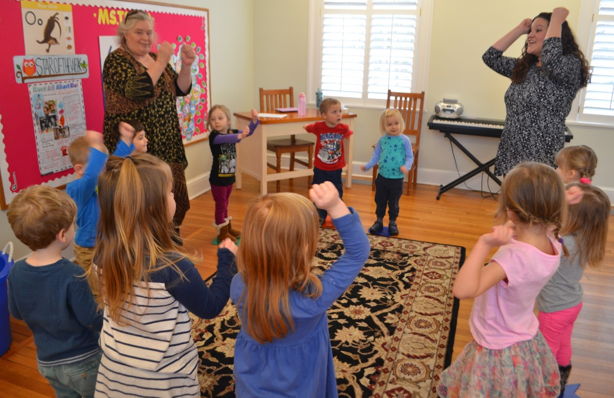 Three-year-old students sing a counting song at Destiny School for the Arts. (Danielle Nadler/Loudoun Now)